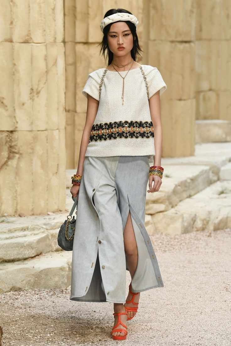 Chanel | Cruise 2018 | Look 52