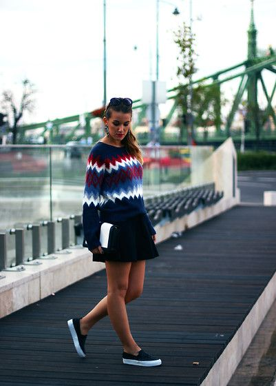 Nati Drencseva - Pepe Jeans Sweater, Pepe Jeans Skirt, Pull & Bear Sneakers - Sweater weather