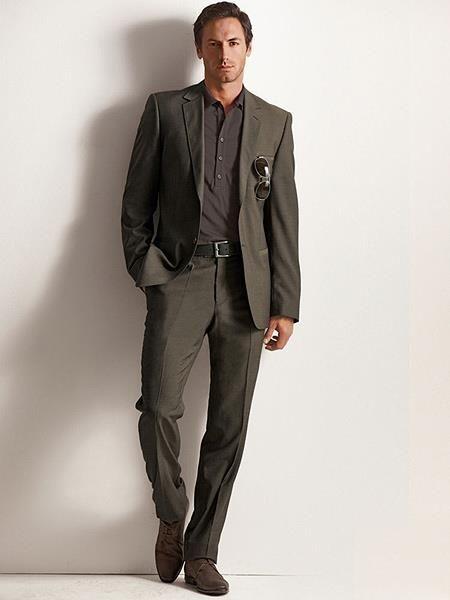 Стильный мужской костюм коричневый
