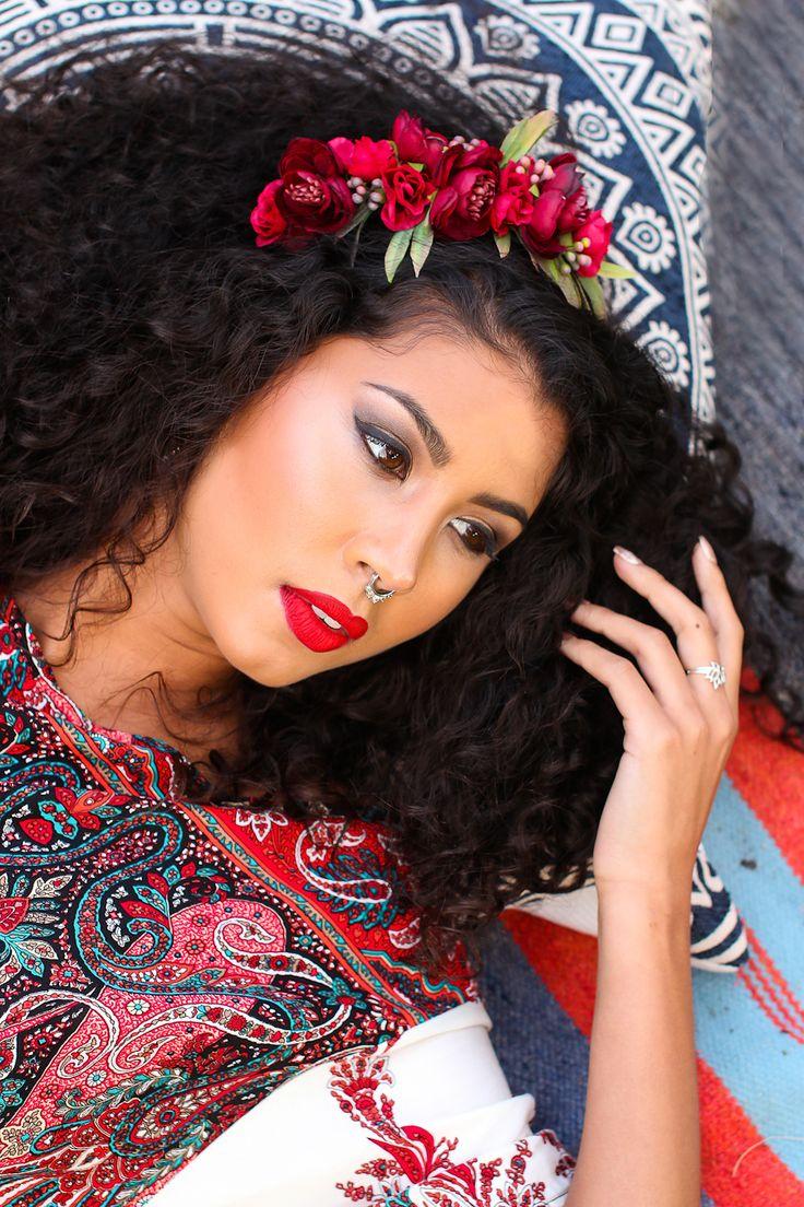 Floral Headpiece: Kary M Designs  Photography: Lush Photography  Dress: Mooiste