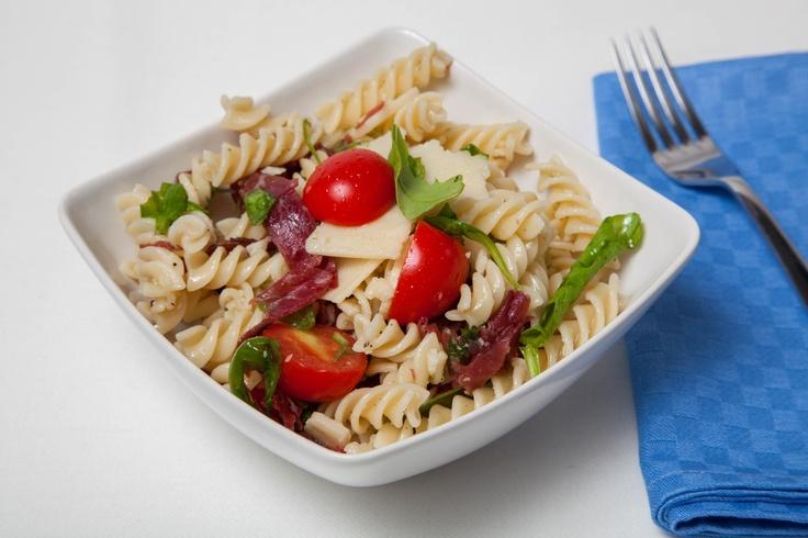 Olio Gentile per la nostra ricetta: Insalata di pasta fredda alla bresaola #oliobertolli #ricettebertolli #ricette #primi #piatti #pasta #insalata #bresaola #olioGentile