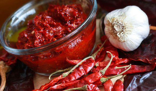 Харисса (harissa)— острый пастообразный соус красного или зеленого цвета из перца чили (иногда высушенного или вяленого) и чеснока с добавлением кориандра, кумина (зиры), соли и оливкового масла.…