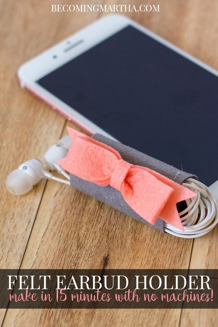This felt earbud holder is super easy, requires no special machines, and takes only 15 minutes, start to finish to complete!