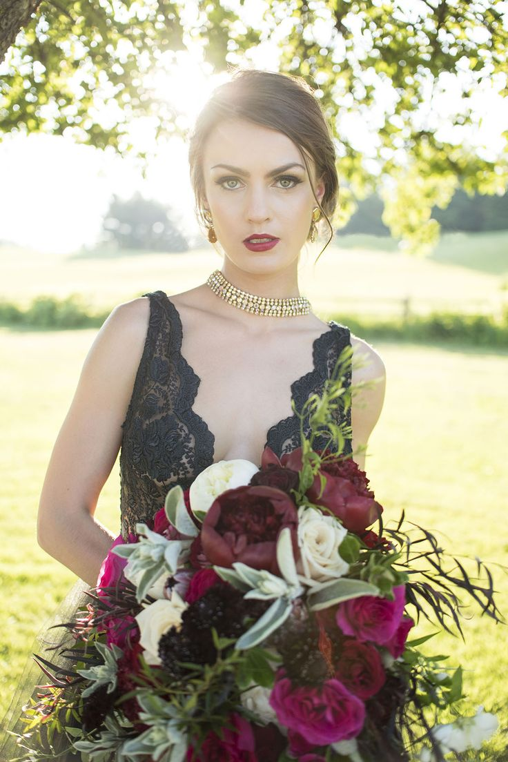 Berry meets black wedding inspiration - published shoot by Verveine Studios