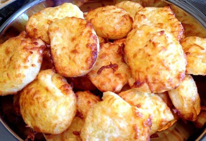 Sajtos tallér ahogy Sütőtök készíti recept képpel. Hozzávalók és az elkészítés részletes leírása. A sajtos tallér ahogy sütőtök készíti elkészítési ideje: 38 perc