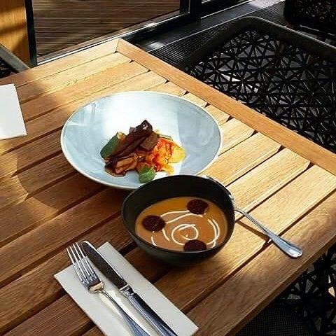 Jókai babkrém leves kolbász chips-szel és konfitált kacsamell lecsós burgonyával #ristorante #avalon #avalonpark #avalonristorante #napimenu #spring #sun