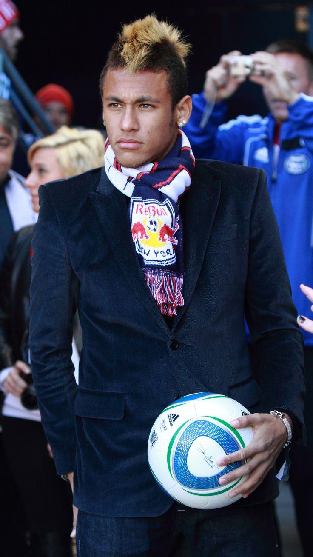 File Neymar Visiting Red Bull Arena berikut ini dapat dijadikan sebagai DP BBM, wallpaper, Caption Instagram, Whatssapp ataupun dikirim ke teman facebook anda.