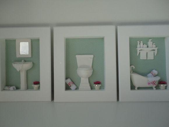 Quadros para lavabo, com fundo em tecido 100% algodão, com peças em resina e flores secas. R$ 148,00