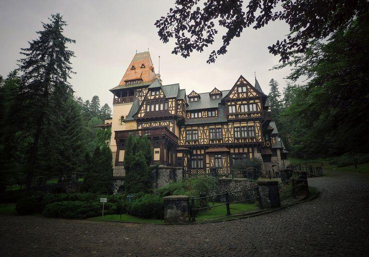 Perișor Castle