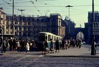 Straßenbahn am Karlstor in München, 1966 Juergen/Timeline Images #München #60er #Straßenbahn #Sonne
