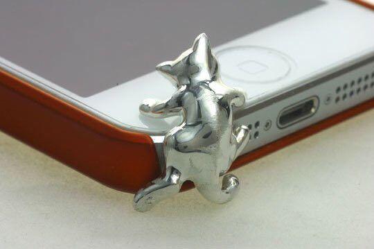 やんちゃなトラ猫をモチーフにしたシルバー製フォンピアスです。こちらのフォンピアスは、iphone5(アイフォン5)専用のイヤホンジャックアクセサリーです。こち...|ハンドメイド、手作り、手仕事品の通販・販売・購入ならCreema。