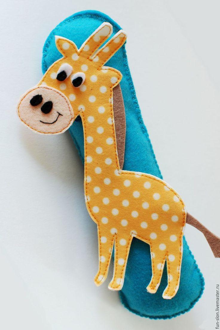 Купить или заказать Африканские животные из фетра для ковролинографа в интернет-магазине на Ярмарке Мастеров. Яркие и забавные африкансике животные для игры на ковролинографе, магнитной доске или просто на столе. С ними ваш малыш с легкостью выучит кто есть кто. Возможны вариации игры на тему 'Кто что ест', 'Где чей детеныш', 'Учим цвета'. Животные крепятся к ковролинографу на липучках. По Вашей просьбе вставлю внутрь магниты, чтобы можно было с ними играть на магнитной доске или…