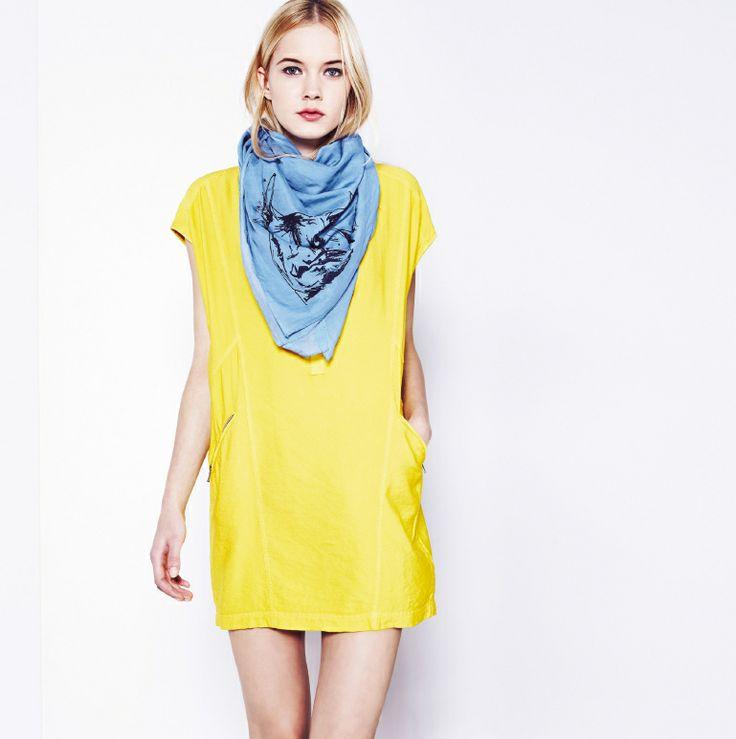 Żółta, tubowa tunika.