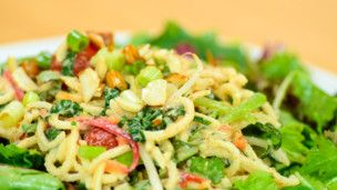 This raw living twist on a Thai food favorite is packed with fresh ingredients and loads of flavor. Watch Raw Living Expert, Leah Putnam in this Grokker Premium video as she demonstrates how to create a delicious raw version of a classic dish.