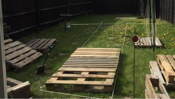 Manche Leute haben einen Garten aber mögen diesen nicht so recht. Manchmal möchte man eine tolle Terrasse erstellen, aber das ist aufwändig. Gras und Unkraut entfernen um danach Kacheln zu legen. Es gibt Leute die mit Hilfe von Paletten tolle Terrassen erstellen im Garten. Hier siehst du 9 Beispiele. Schau sie dir an und lass …