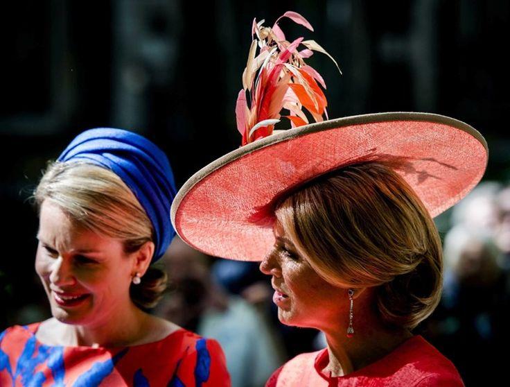 Koninginnen Mathilde en Máxima dragen bijpassende outfits - Het Nieuwsblad: http://www.nieuwsblad.be/cnt/dmf20150520_01690660