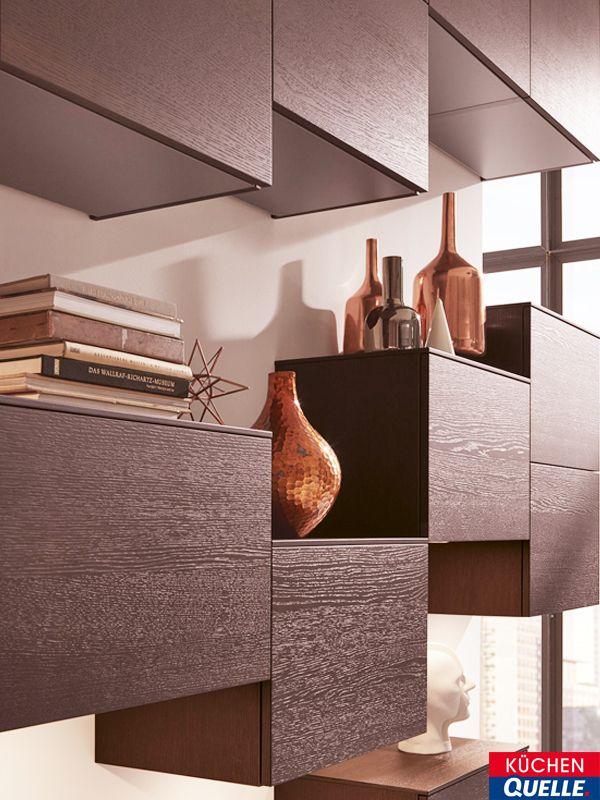 Geradlinigkeit und Purismus ist das Thema unserer Beispiel-Küche Systema 5090. Alle Elemente sind perfekt aufeinander abgestimmt von der futuristischen Design-Dunstabzugshaube bis zum stylischen Regal. Link zur Küche: https://www.kuechen-quelle.de/Kuechen/Design-Kuechen/Einbaukueche-Systema-5090-Lavagrau-Grifflos/