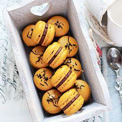 Macarons with jasmine tea ganache on italian merengue. (in Russian with Google translator)