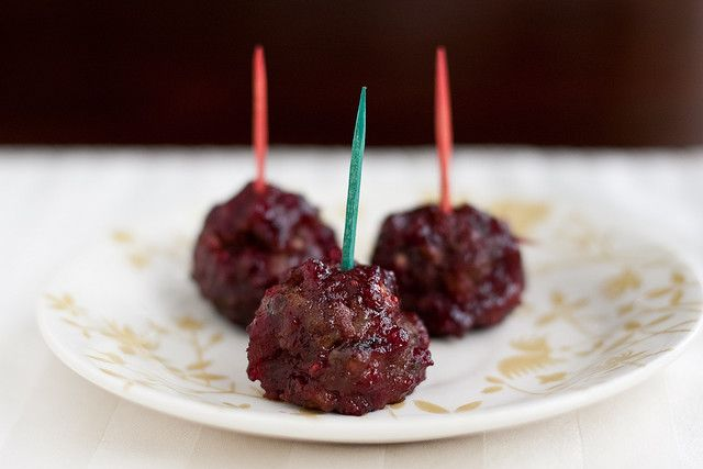 Cranberry Red Wine Meatballs- these would be perfect appetizers for any cocktail party!