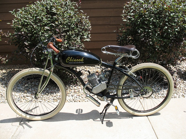 Motorized bicycle by Jon Barbour, via Flickr