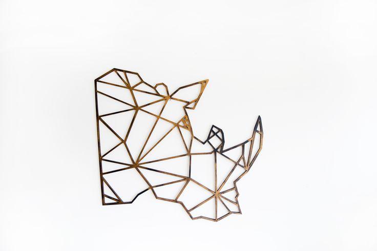 Stoere neushoorn, gemaakt uit berkenhout of metaal. in verschillende formaten verkrijgbaar. www.fabrykdesign.nl