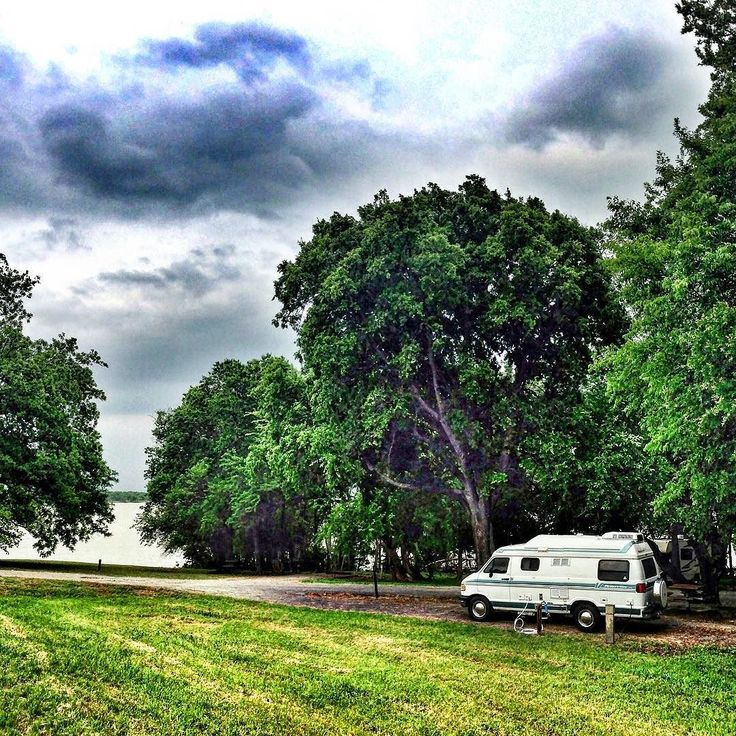 2 nights in and already finding parks that the fifth wheel would have had trouble in. This is a Texas COE park sw of Dallas. We have been so busy with the move this is the first time we've even connected the city water. #gorving #vanlife #campervan #homeonwheels #homeiswhereyouparkit #vanlifediaries #campervanlife #camping #gocamping #pleasureway #classb