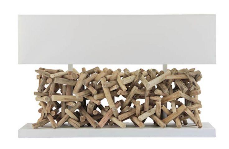 Exclusieve tafellamp Calcutta van oud verwerkt hout met witte kap 80cm breed.