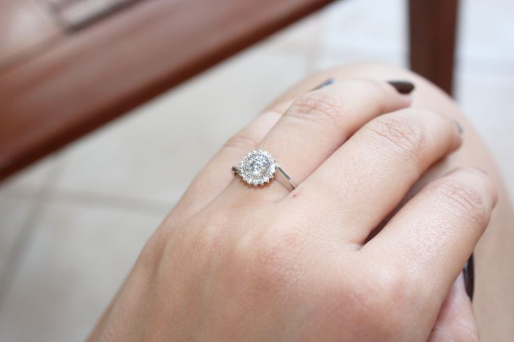 Solitaire ring for wedding proposal on www.goldentiara.gr