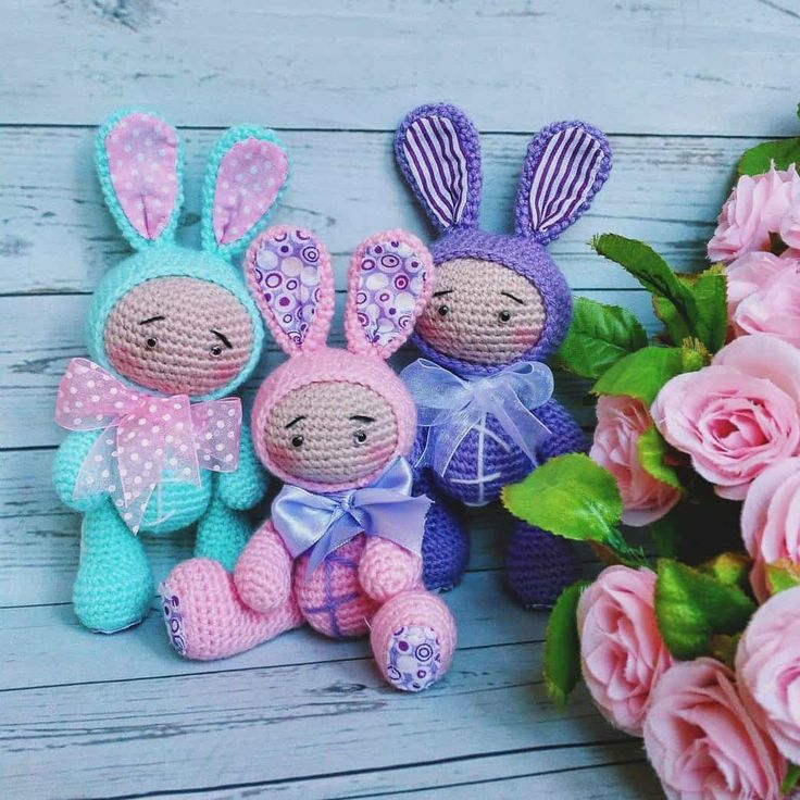 Using this free crochet pattern you can make the amigurumi baby doll dressed in different animal costumes: teddy bear, bunny or fox costume.
