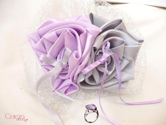 Porte alliance original fleur mariage mauve parme argent for Deco violet et gris