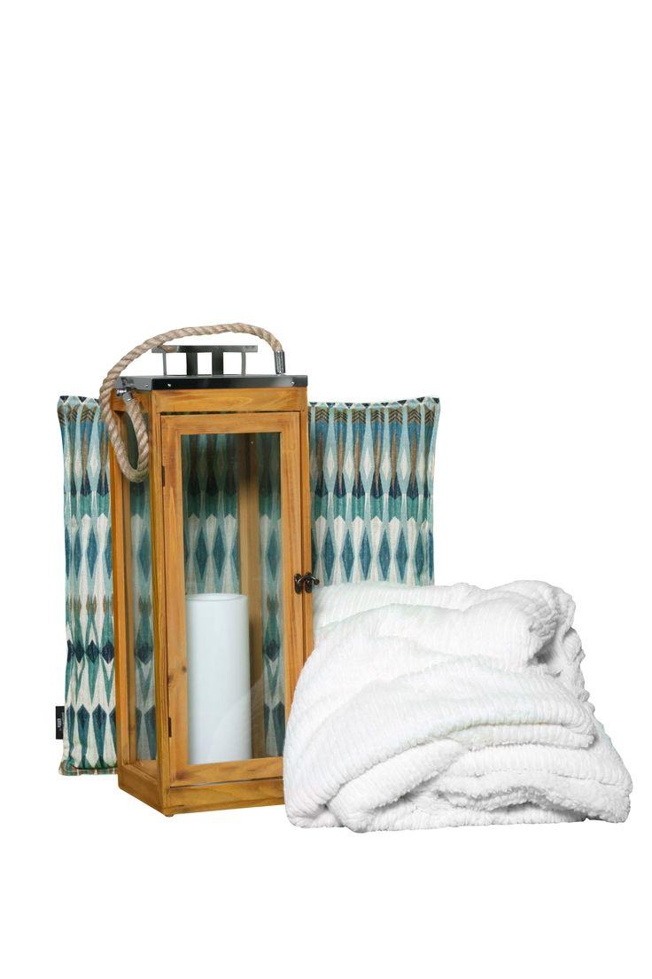 Our cushions are handy and designed to add some style to your rooms. Nos coussins sont pratique et ajouterons du style à vos pièces. KOUSa TM