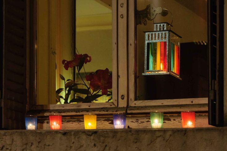Chaque 8 décembre, les Lyonnais posent sur leurs fenêtres des lumignons, petites bougies cannelées.