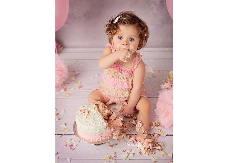 Beautiful Moments Photography - Stavanger Sandnes Ålgård Nyfødt Baby Fotograf #fotografstavanger #cakesmash #birthday #ballons #creamcake #pink #grey