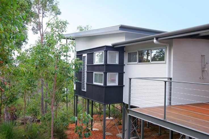 This house at Yallingup, Western Australia, uses roofing and walling made from COLORBOND® steel.