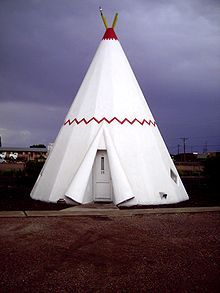Wigwam of the Wigwam Motel. It is obvious it is a teepee/tipi, not a wigwam. This is a typical unit. ☼ 220px-Wigwam_motel_1.jpg (220×293)