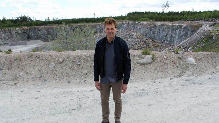 Mångsidig grop. Stengrytan i Griggebo är både arbetsplats, allsångsscen och nu även använd som inspelningslokal för Genikampen med Micke Leijnegard. | Bild: Peter Frisberg