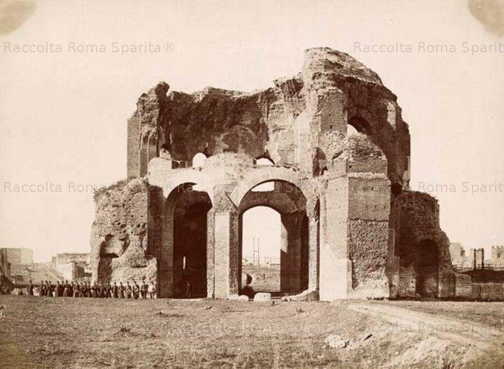 Via Giolitti – Il cosiddetto Tempio di Minerva Medica Anno: 1860 ca