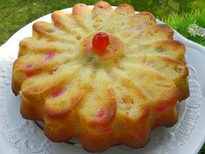 GATEAU-EXPRESS-1.jpg      70 g de farine     70 g de maizena     65 g de sucre     60 g de beurre     2 oeufs     1 yaourt nature     1 boîte de 240 g de fruits     au sirop égouttés     1 sachet de levure chimique