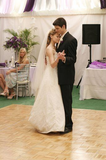 Haley-Et-Nathan-Danse-A-Leur-Mariage