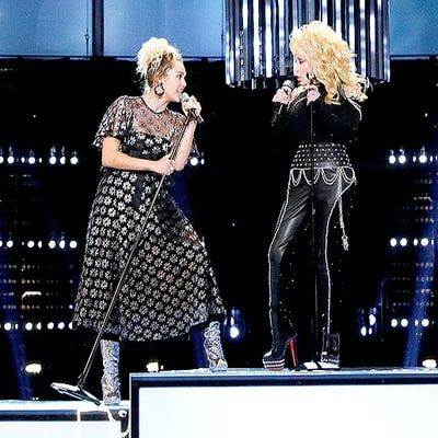 I WANT MILEYS DRESS. Miley Cyrus Performs 'Jolene' With Godmother Dolly Parton on 'The Voice' 2016