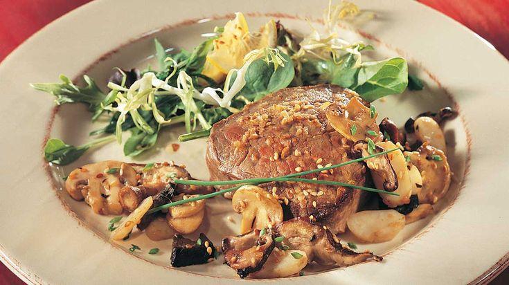 Biftecks asiatiques et salade chaude de champignons