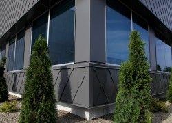 Projet commercial à Gatineau.  Tuile Diamant moyenne, acier couleur Fusain.