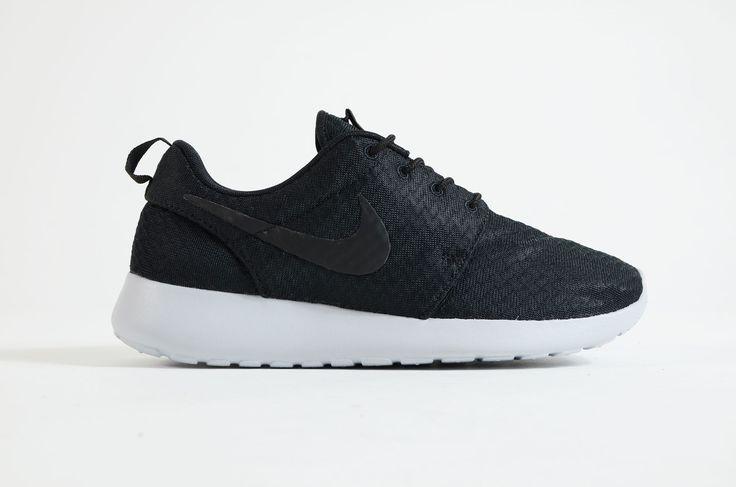 Nike - Rosherun Womens (Black/ Wolf Grey)