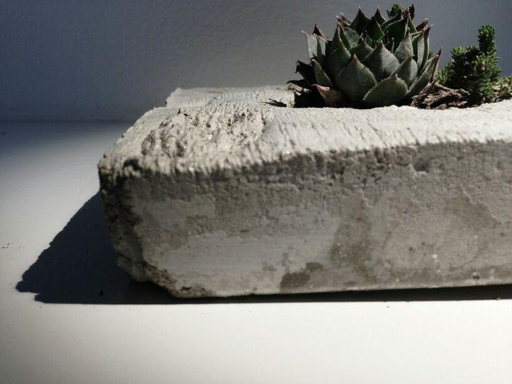 Betonový květináč