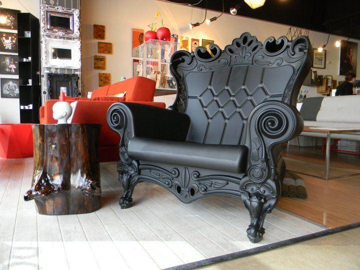 queen's throne chair | The Queen Wears Black