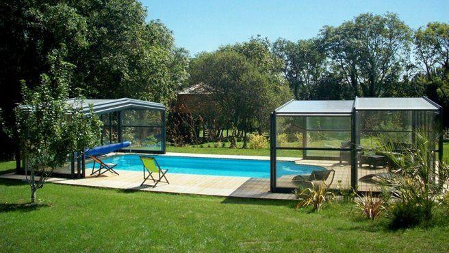 Piscine couverte // http://www.deco.fr/diaporama/photo-10-nouveautes-deco-pour-sublimer-la-piscine-73631/boules-lumineuses-blanches-bord-de-piscine-maisons-du-monde-1044013/#slideshow_trans