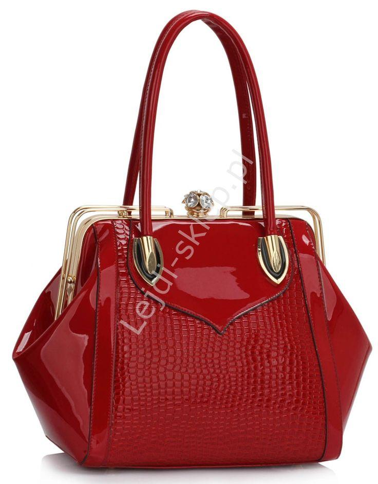 Czerwona lakierowana torebka z faktura krokodylej skórki | czerwona błyszcząca torebka