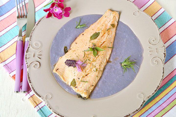 Ricetta Trota aromatica con purè di patate e cavolo cappuccio viola