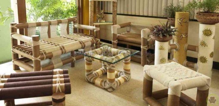 Si consigues tubos bien gruesos, puedes hacer geniales juegos de living. Los tubos pueden amarrarse igual que las cañas de bambú o una madera similar, para construir mesas, bancos y sillones.