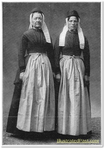 Two women from the island of Terschelling. 1916